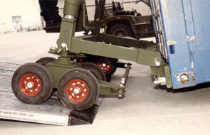 Two Wheel Dolly >> Container Aircarft Loading